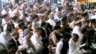 Urdu Nazm: Wo dekhta hay ghairon say kiyon dil lagatay ho, Jalsa Salana UK 2011
