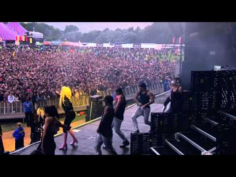 Nicki Minaj - Beez In The Trap (Live At Radio 1's Hackney Weekend) [HD]