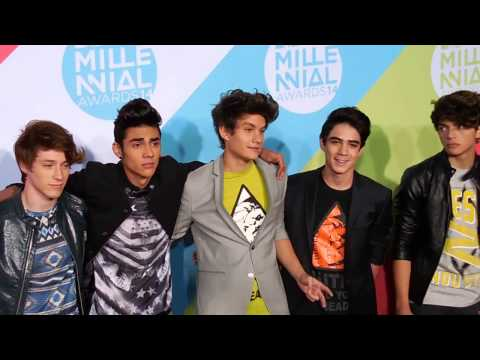 DULCE MARÍA photocall Alfombra Roja #MTVMillenialAwards 2014 MTV México #MIAW from YouTube · Duration:  24 seconds