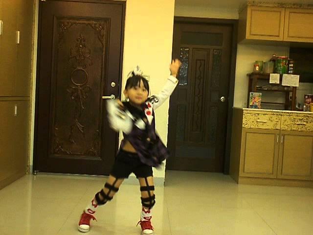 momo飛到歡樂谷舞蹈大賽:李奕萱MV