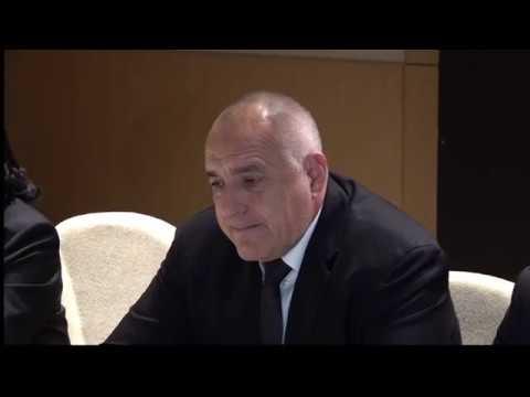 С президента на Азербайджан Илхам Алиев обсъдихме възможностите за задълбочаване на енергийното сътрудничество между двете страни. Очаквам тази година азерската петролната компания СОКАР да започне инвестиции в газоразпределителната система на България в населените места - с две цели  – чистота на въздуха и конкурентоспособност. След 2020г. азербайджанският природен газ от Шах Дениз 2 ще задоволява около 25%-30% от потреблението на природен газ в България, което е сериозен дял и ще повиши значително енергийната сигурност на страната ни.
