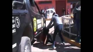 Esposa golpea a la amante de su pareja tras descubrirlos paseando