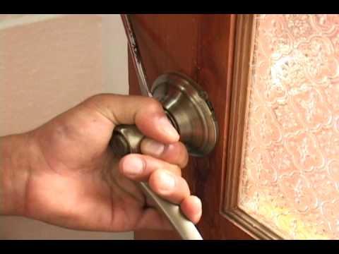 como quitar una chapa de puerta interior