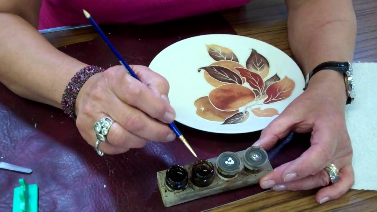 Porcelain painting applying liquid bright gold by brush for Ceramic based paint