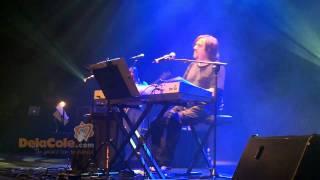 Uf gozal (Vuela, pichón) - Subtítulos en español - Música en DelaCole.com