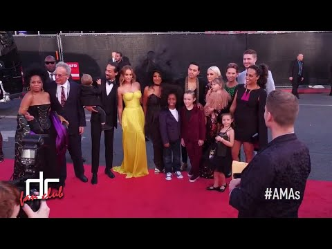 Diana Ross & Her Family at the 2017 AMAs | Red Carpet #3
