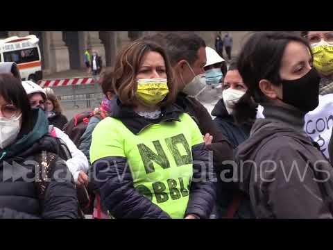 Operatori sanitari in piazza a Roma contro obbligatorietà vaccino