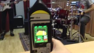 Измерение уровня шума на сцене(Средний эквивалентный уровень шума на сцене - 103,9 дБ за 5 минут игры на барабанной установке и гитаре. Испол..., 2014-10-22T05:39:18.000Z)
