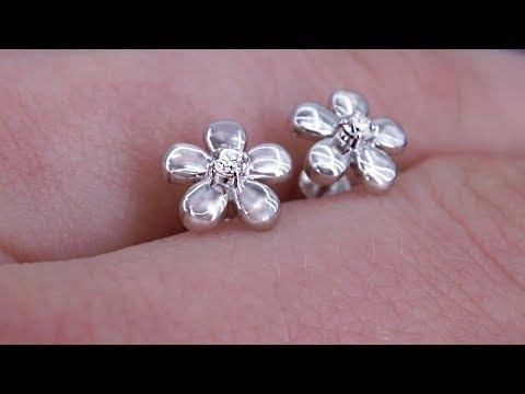Миниатюрные пусеты цветочки с бриллиантами от Diamond Gallery