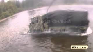 ГАЗ 66 едет по крышу в воде