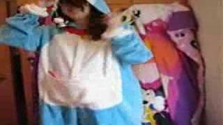 Pregnant Doraemon Dancing to Move This