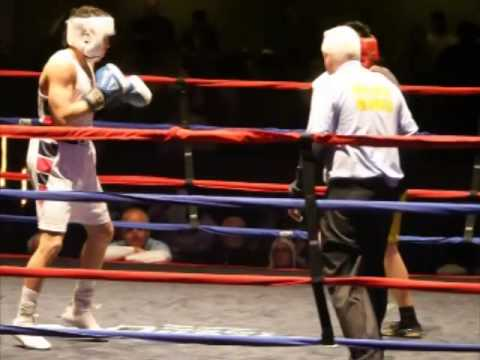 Golden Gloves: Sosa vs Ung in 141 lb Novice