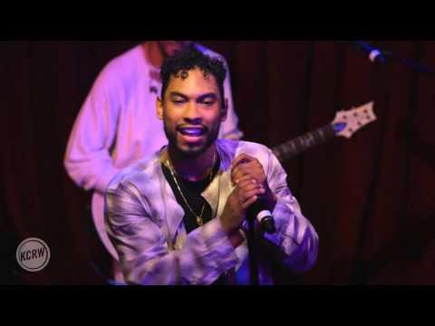 """Miguel performing """"Adorn"""""""