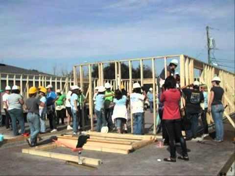 รับสร้างบ้านราคาสามแสน ไม้พื้นคอนวูด
