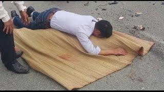 Tin nhanh 24/7 - Nạn nhân bất ngờ tỉnh lại sau khi bị đắp chiếu nằm trên đường