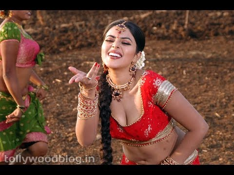 Very Hot south Indian actress Poorna hot boobs and navel show