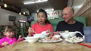 Ăn Bún Măng Vịt & Phở Cùng Anh Chồng Tây