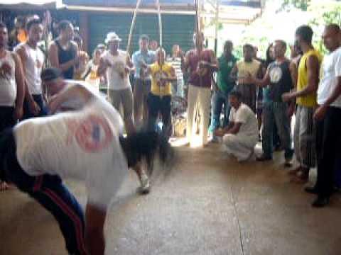 mestre paulo cesar grupo capoeira na veia planaltina d.f,  roda de rua.