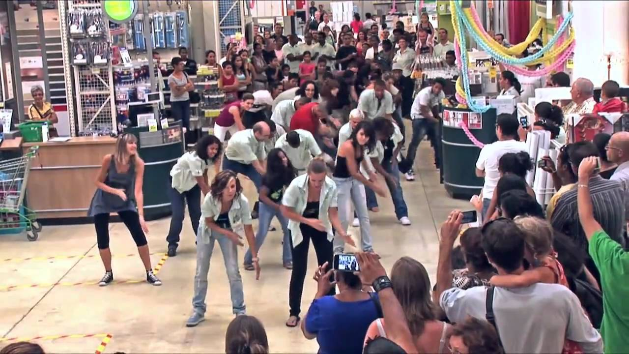 Flashmob Leroy Merlin La Réunion - YouTube