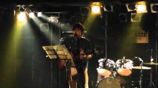 トリゴメというバンドのVo.シューヘイの弾き語りLIVE映像です。