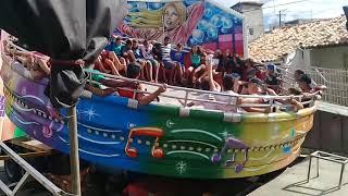 Em um parque de diversão não pode faltar brinquedo do Samba que a galera gosta muito compartilha ess