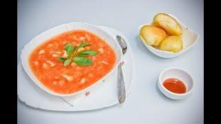 Томатный суп с сельдереем и курицей.