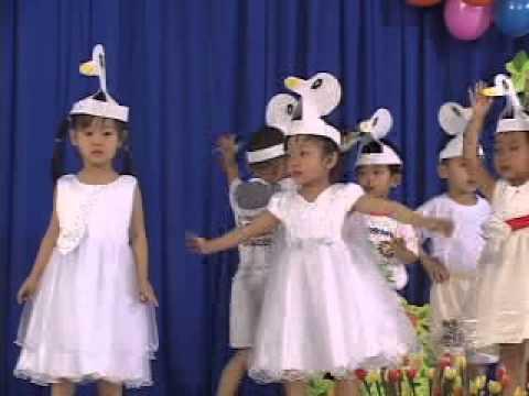 Múa Đàn Vịt Con (Lớp Mầm 3 - Trường MN Bá Thiên)