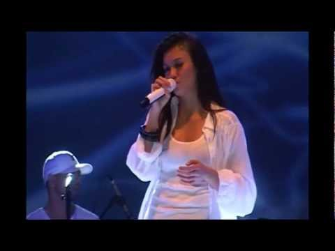 Agnes Monica - Teruskanlah (Live in concert,Makassar 28-04-12)