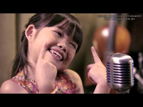7-YEAR-OLD Amelia Lee sings