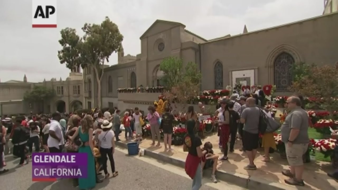Fans gather to celebrate Michael Jackson
