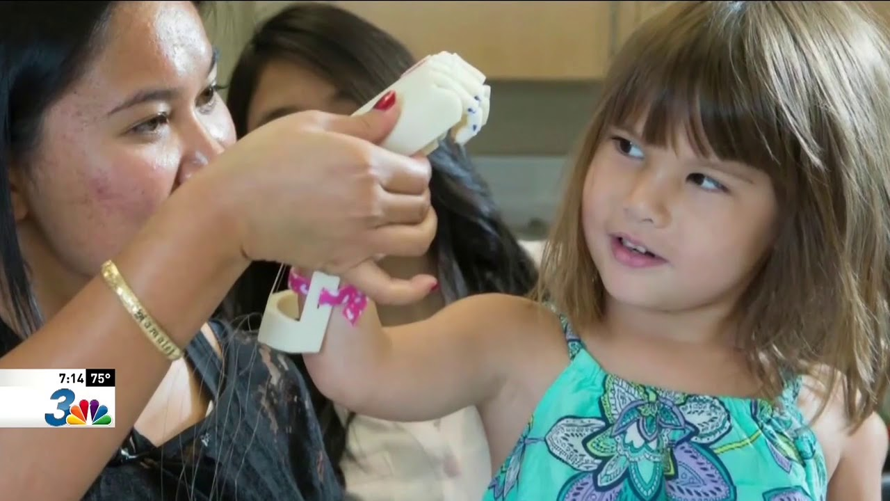 Two Las Vegas Girls with 3D-Printed Hands Created by UNLV