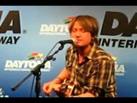 Keith Urban sings Sister Golden Hair - video mashup