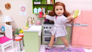 Baby Doll cooking breakfast in the toy kitchen I Play Toys
