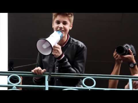 Justin Bieber sings One Less Lonely Girl in French, in Paris