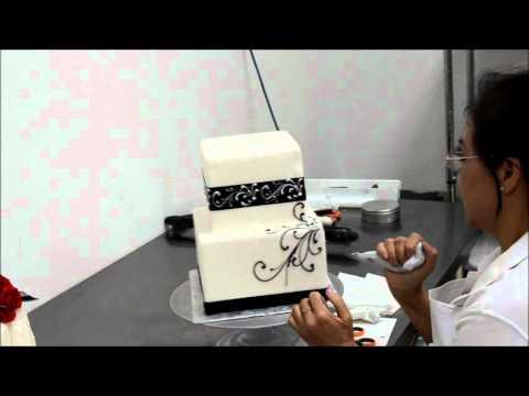 Black & White theme wedding cake - Hand piping scrolls