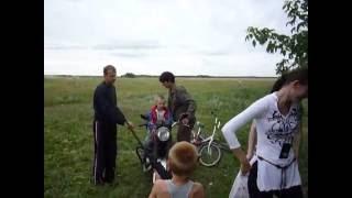 В деревне без мотоцикла и ружья ну никак