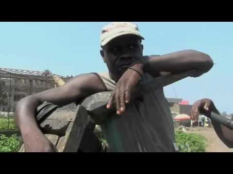 Congo Story: Pushing Goods in Carts Provides Needed Work for E. Congolese