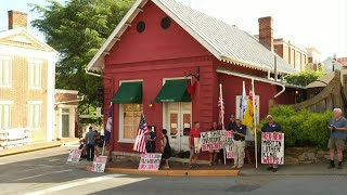 The Red Hen reopens nearly two weeks after owner asked White House press secretary to leave