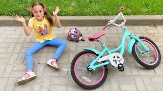 صوفيا تلعب في الملعب في الحديقة وقواعد سلوك جديدة للأطفال والآباء