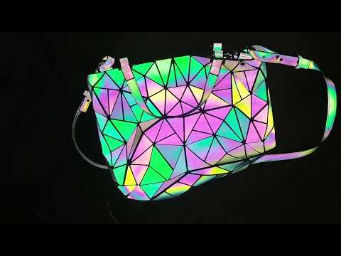 Luminesk (Harlermoon) Holographic Purse (Review)