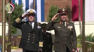 وزير الدفاع يلتقى برئيس أركان القوات المسلحة اليونانية.. «فيديو»
