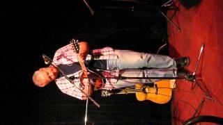 Author Nate Hendley sings Eddie Vedder