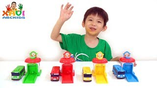 Xavi teachs Colors for kids with Little Bus Tayo toys - Learning colours video for babies