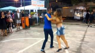 Maicon Pereira e Simone Féo. Samba de improviso