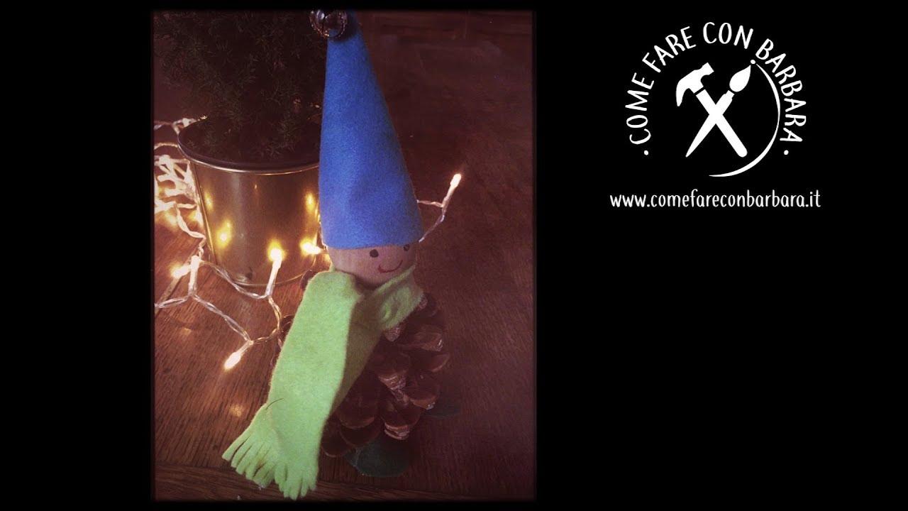 Elfo di Natale fatto con una pigna  8ef4351b23a4