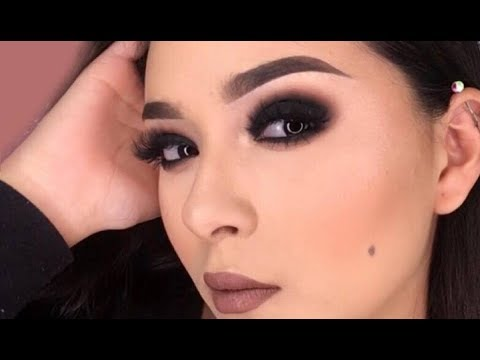 Tutorial de maquillaje de ojo ahumado negro