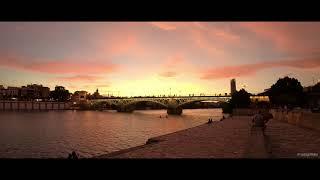 Pantone #FFAB60 en el cielo de Sevilla | Santiago Molina