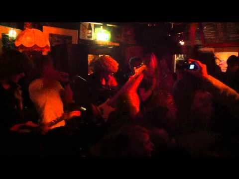 Eggs for Breakfast Live at Taverne - Cover 'Killing in the Name Of'