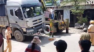 Xót xa cảnh người mẹ nghèo lượm ve chai bị xe tải cán trong ngày 20/10
