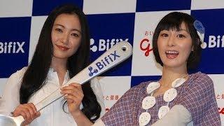 女優の仲間由紀恵、お笑いタレントの鳥居みゆきが24日、都内で行われた...
